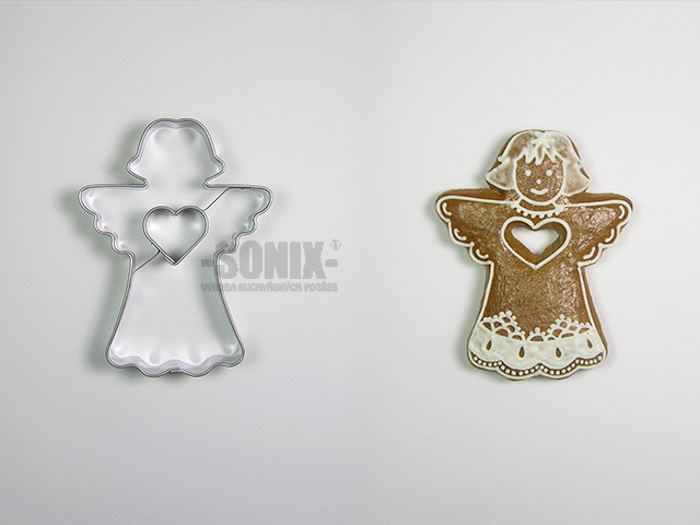 Angel II with heart cookie cutter